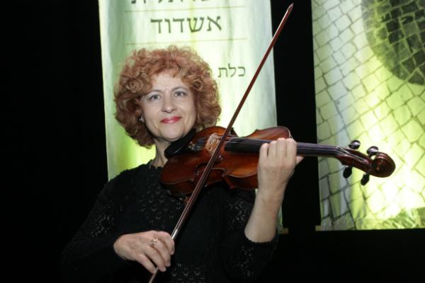 נדיה פרל
