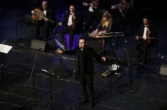 בנימין בוזגלו בהופעה של התזמורת האנדלוסית אשדוד