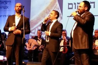 יונתן רזאל, הפייטן משה לוק והפייטן מני מימון כהן