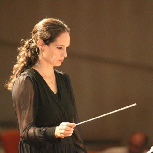 סיוון אלבו בן חור מנצחת על התזמורת